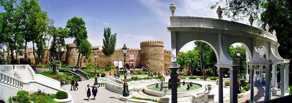 احدى متنزهات مدينة باكو عاصمة اذربيجان