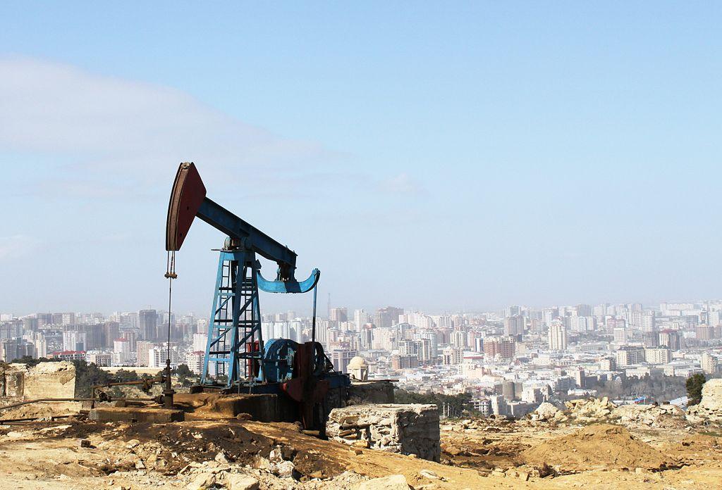مضخة استخراج النفط فى مدينة باكو عاصمة اذربيجان