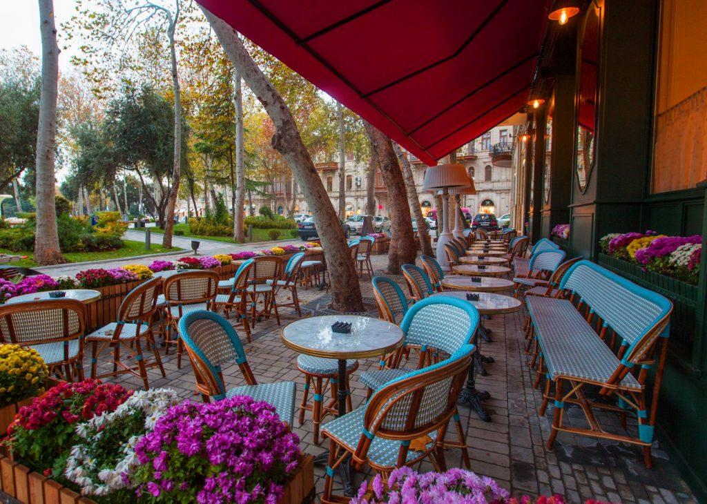 مطعم ومقهى Paris Bistro Baku في باكو اذربيجان