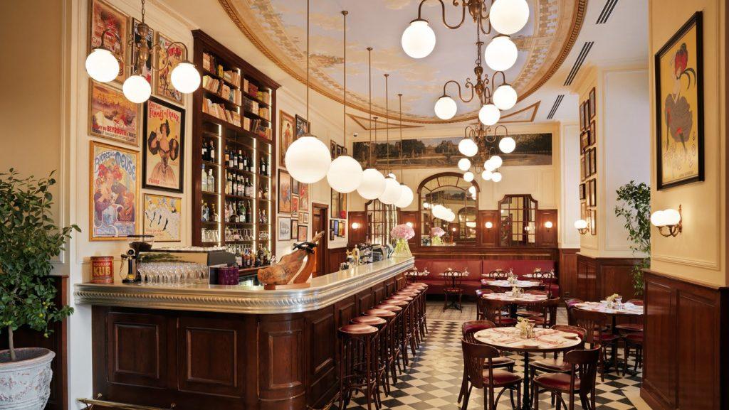 مقهى باريس بيسترو في باكو اذربيجان