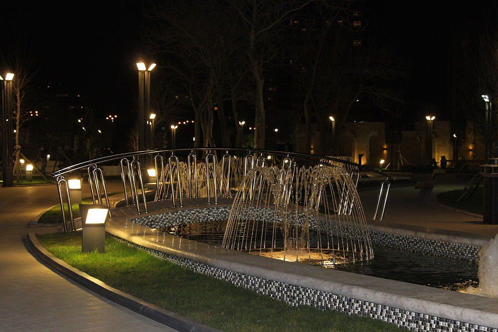حديقة الجانب البحري في باكو Baku seaside park