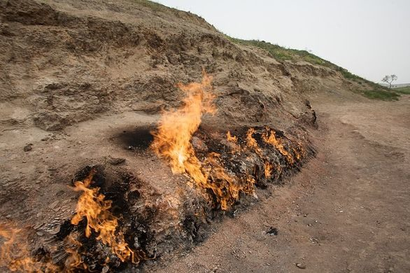 نار تحترق من الارض في اذربيجان