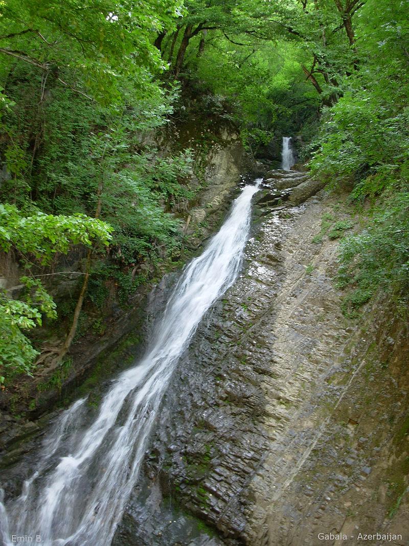 800px-Waterfall_Gabala_Azerbaijan