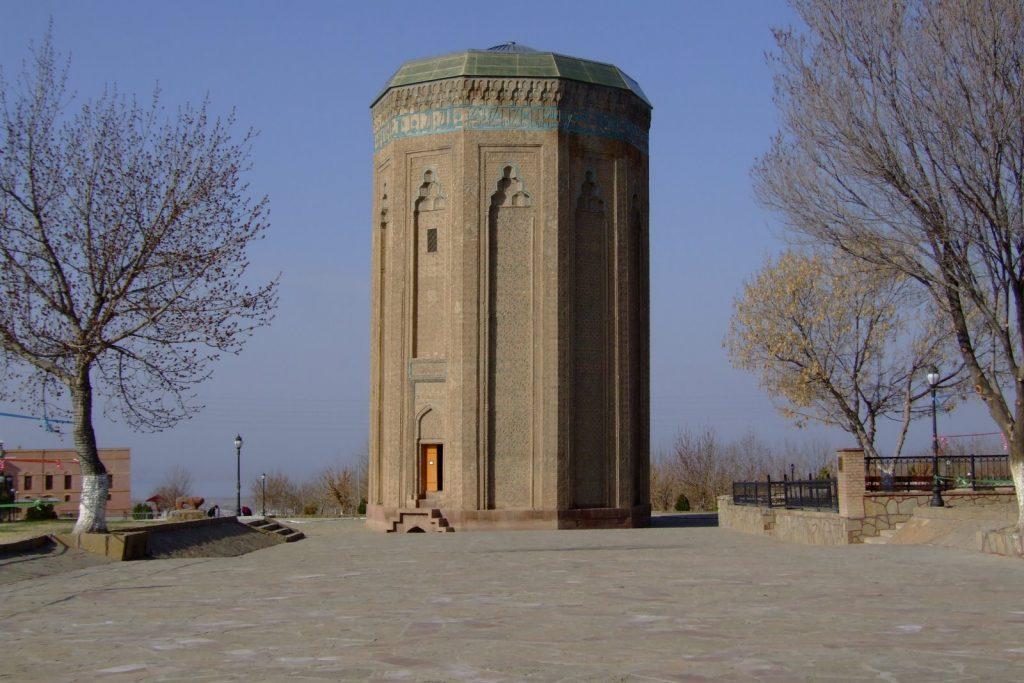 ضريح Momine Khatun Mausoleum من الاماكن السياحية في نخجوان