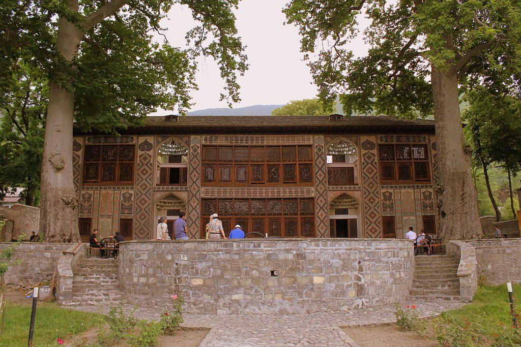 قصر شاكي خانات من الانشطة السياحية في شاكي