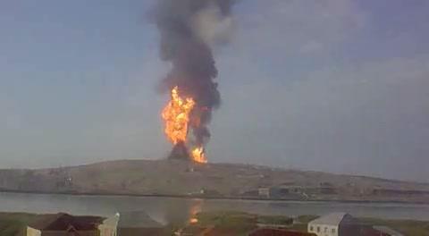 بركان لوك باتان الذى اندلع بالنيران فى باكو عام 2001