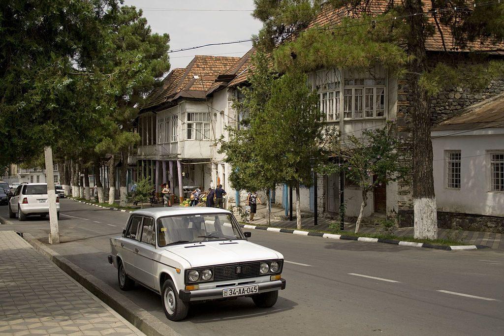 احد شوارع قاخ المتميزة والهادئة